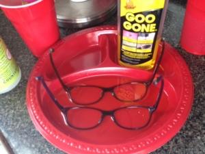 glasses de-gooing
